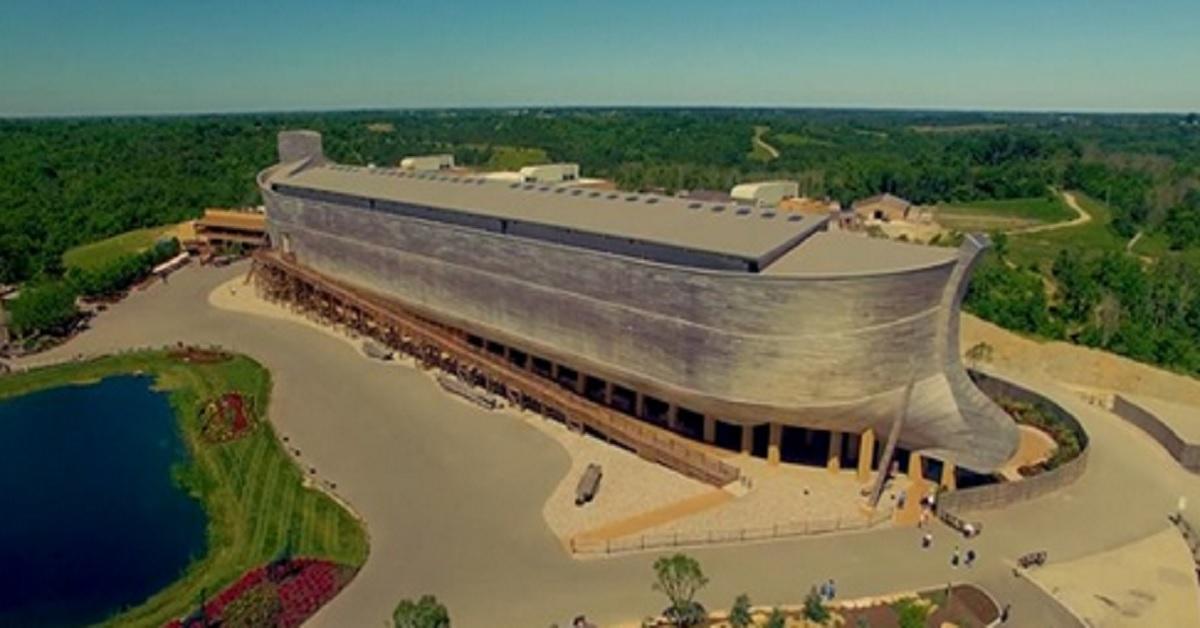 La gigantesca Arca di Noé lunga 150 metri, il parco a tema sulla creazione. Il suo interno è ancora più incredibile.