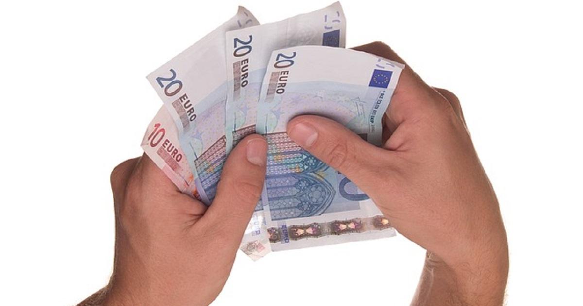 Occhio! Dal 1 luglio non si potranno più usare i contati per pagare molte cose,  sanzioni per chi supera la soglia permessa.