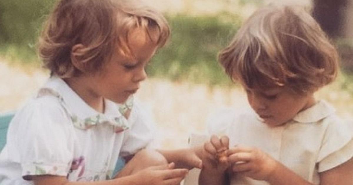 Da bambine erano uguali a ora, sono due gemelle molto famose nel mondo dei reality, e sono sempre insieme.
