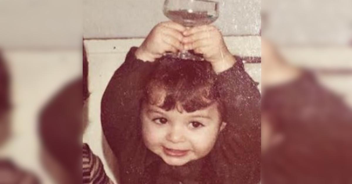 Bella e sorridente già da bambina, oggi è una cantante italiana di fama internazionale. La foto in versione baby è adorabile.