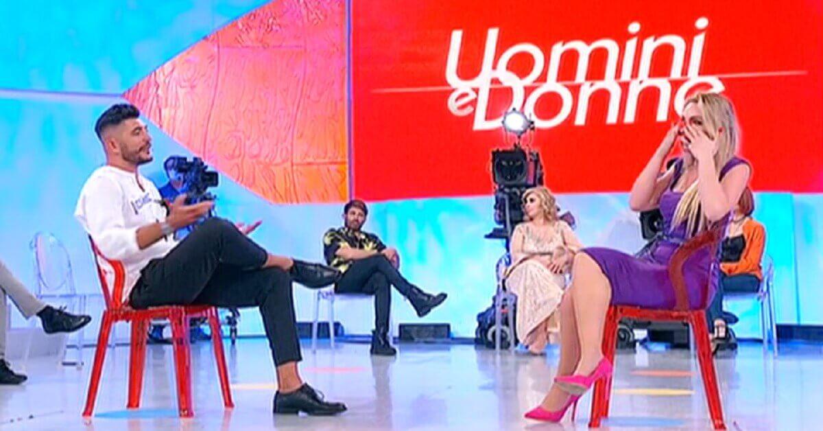 Colpo di scena a Uomini e Donne Giovanni lascia lo studio ecco come reagisce Veronica.