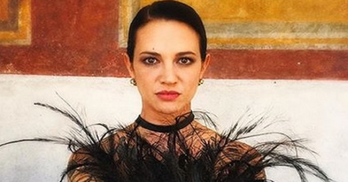 Anna Lou Castoldi è la protagonista di un corto diretto dalla madre Asia Argento. Eccole insieme sul set.