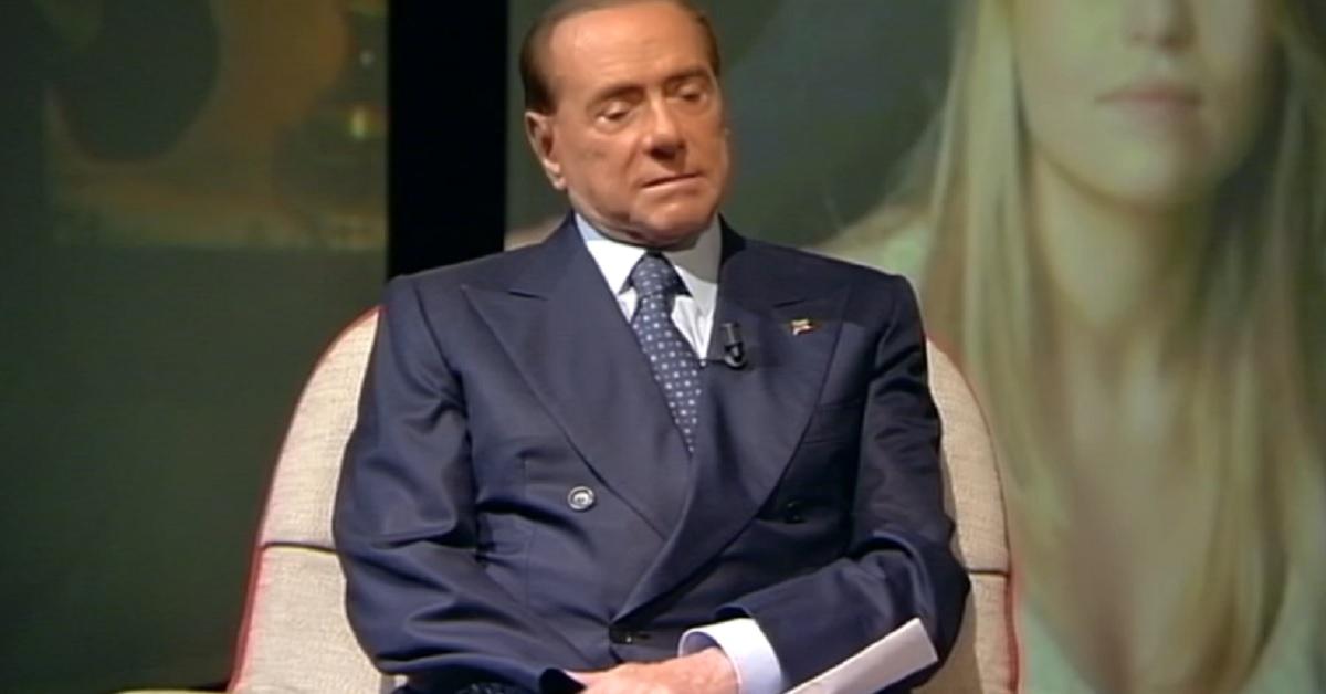 Silvio Berlusconi tutti lo conosciamo, ma sapete che ha 5 figli? Sono tutti molto riservati. Eccoli tutti insieme in una foto di famiglia.