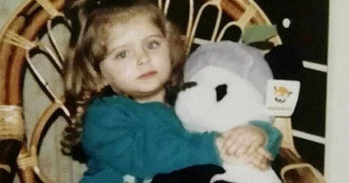 Qui era solo una bambina, oggi è  molto nota in tv per la sua partecipazione ai reality.  Difficile riconoscerla. Ecco chi è.