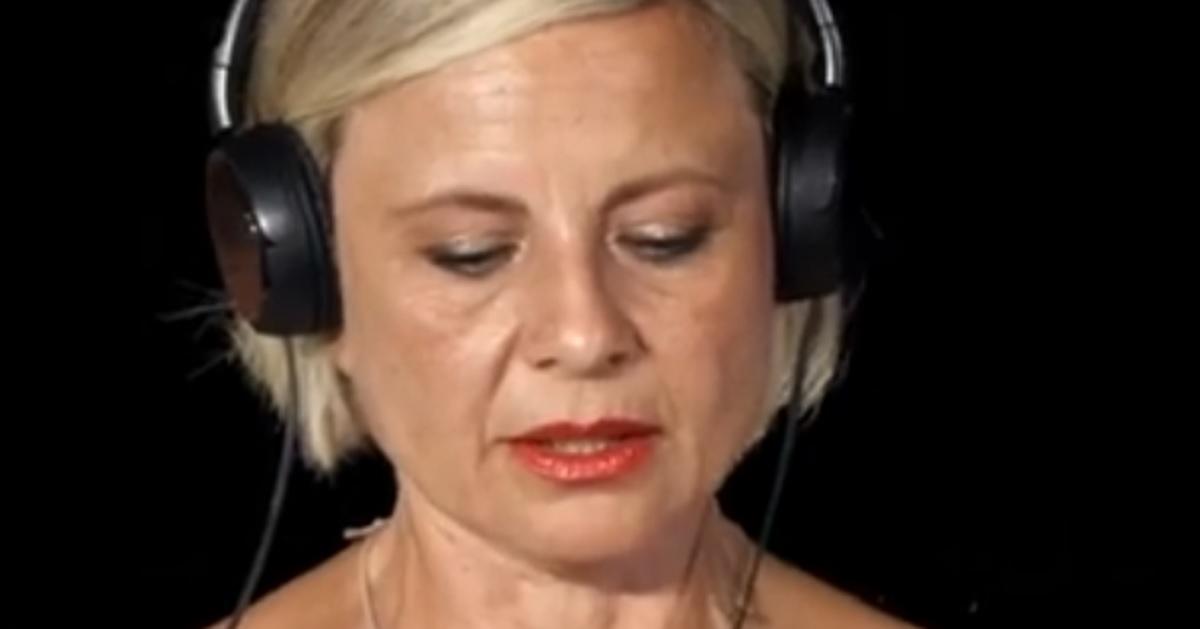 Antonella Elia scopre il tradimento del fidanzato in un video. Pietro bacia un'altra