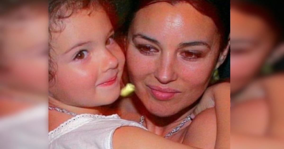 Qui era solo una bambina, oggi la figlia di Monica Bellucci ha 16 anni ed è già testimonial per Dolce e Gabbana.