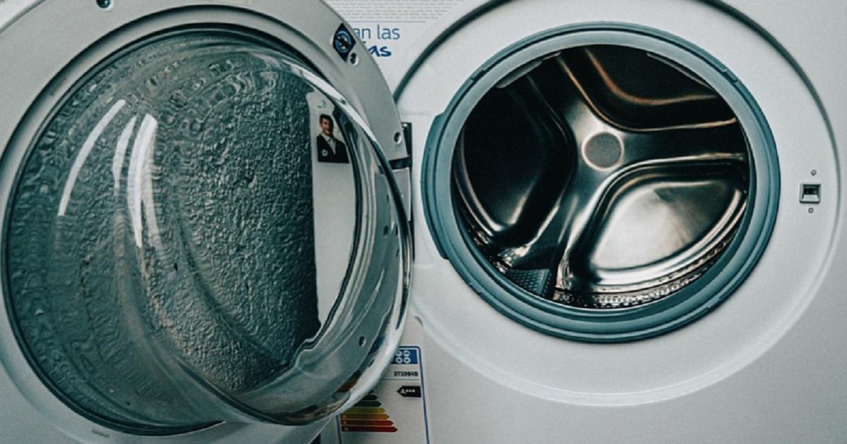 Basta versare 1 bicchiere in lavatrice: un trucco utile di cui non potrai fare a meno.