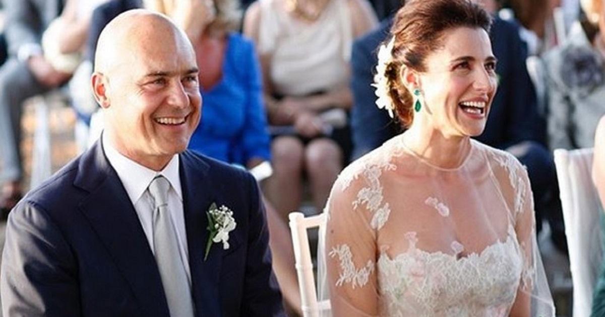 Luisa Ranieri e Luca Zingaretti sono la coppia più belle del mondo dello spettacolo. Avete mai visto le loro figlie? Eccoli tutti insieme