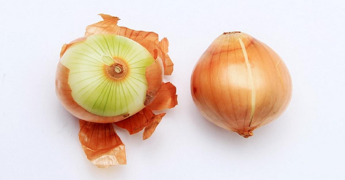Buccia di cipolla: ecco come potrete riutilizzarla. Adesso non la getterete più