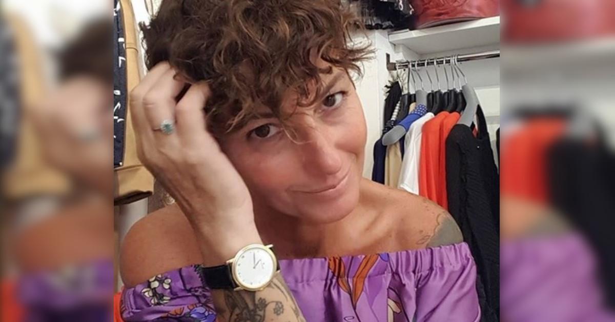 L'ex gieffina Cristina Plevani si mostra con una parrucca bionda su Instagram e tutti notano la strana somiglianza.