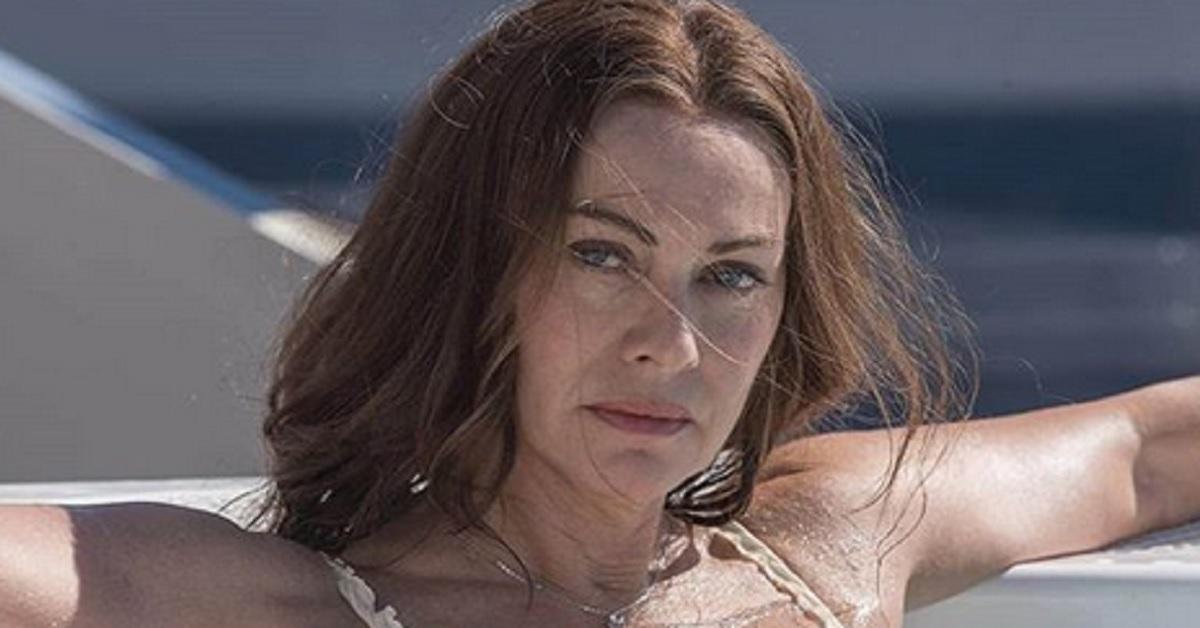 Elena Sofia Ricci posta la foto del passato. Ecco com'era 30 anni fa. La sua bellezza naturale continua a conquistare tutti.