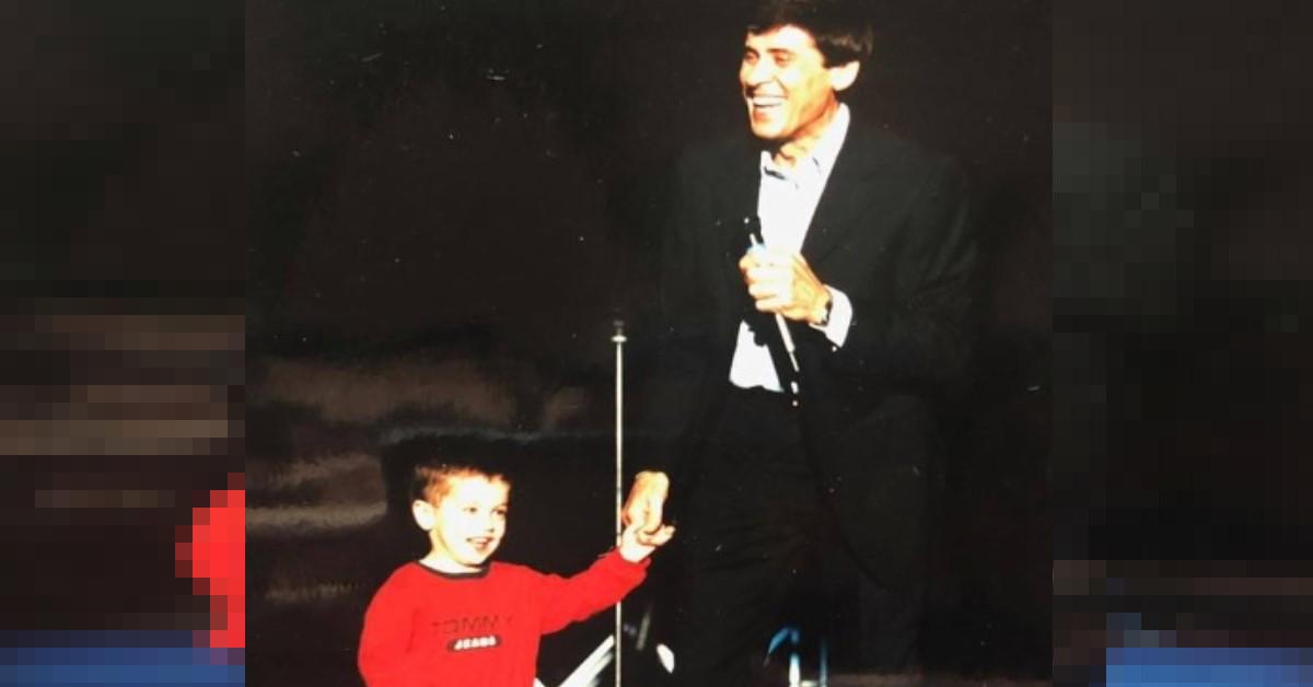 23 anni fa Gianni Morandi diventava padre di Pietro, il figlio minore. Oggi il papà fa gli auguri di compleanno al figlio, diventato ormai un noto trapper