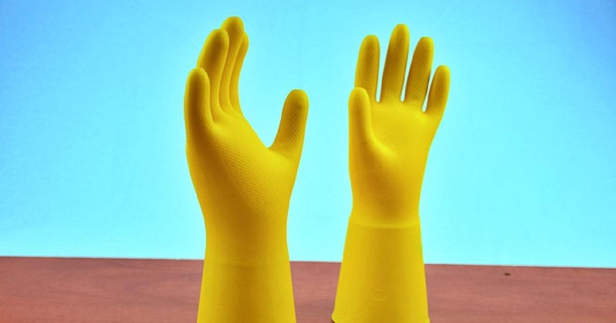 Il motivo per cui devi sempre indossare i guanti quando fai le pulizie di casa.