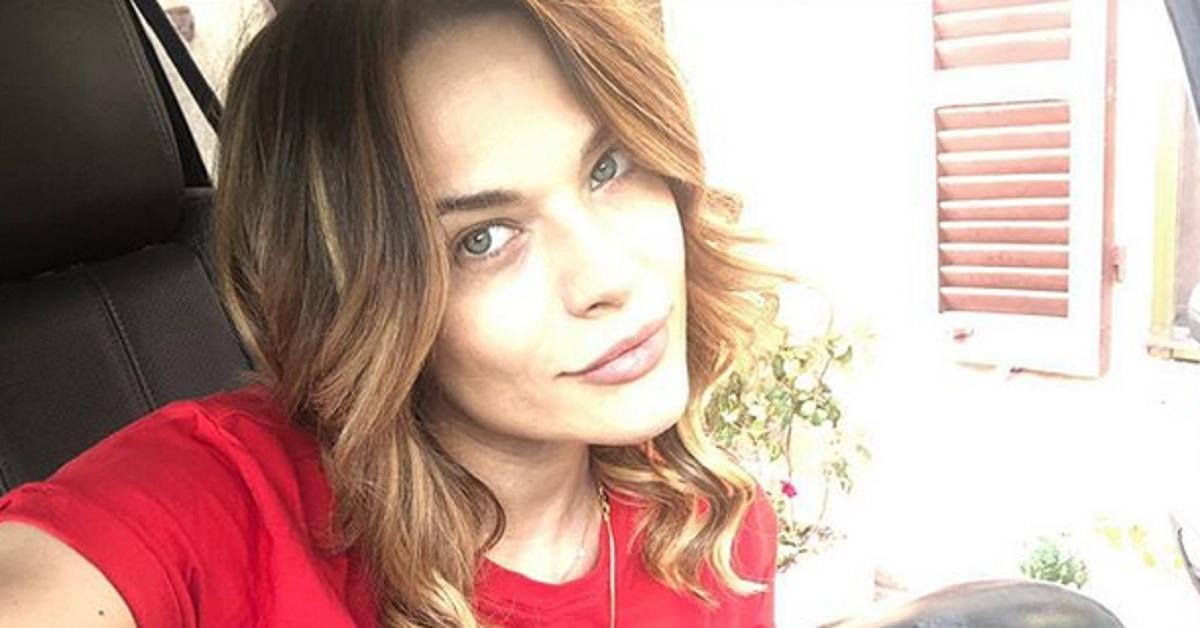 Cambia look e posta la foto: Laura Chiatti in una versione inedita. Il cambiamento è netto