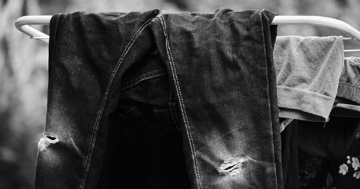 I trucchi della nonna: come lavare gli abiti neri in 5 semplici passaggi