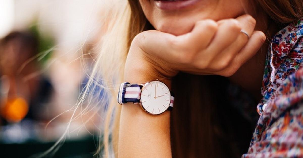 Sapete da quale lato si dovrebbe indossare l'orologio e per quale motivo?