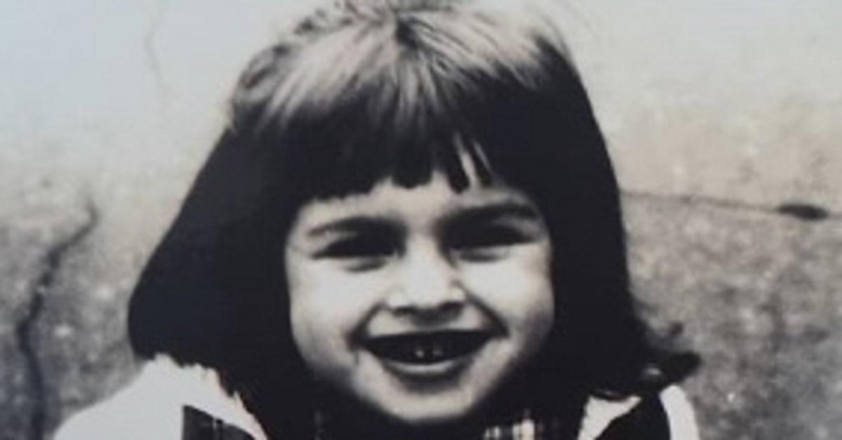 In questa foto era solo una bambina oggi ha 41 anni ed è un'attrice molto bella e famosa