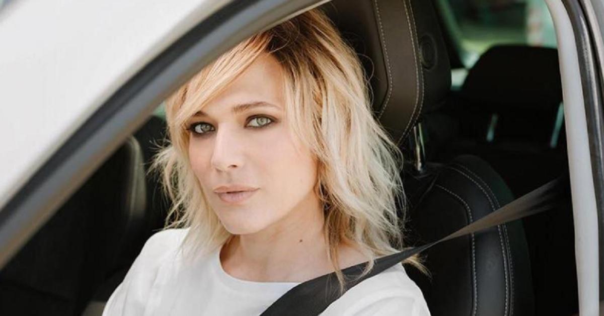 Laura Chiatti, avete mai visto sua sorella. Anche lei ha gli occhi chiari e si somigliano un bel po', la bellezza è di famiglia.