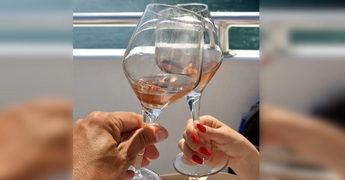 Avete mai visto qualcuno che dopo un brindisi rompe il bicchiere? Ecco svelato il motivo