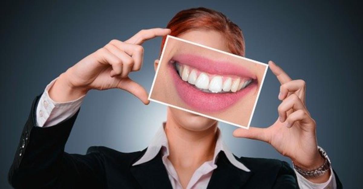 5 trucchi per recuperare lo smalto e il bianco dei denti