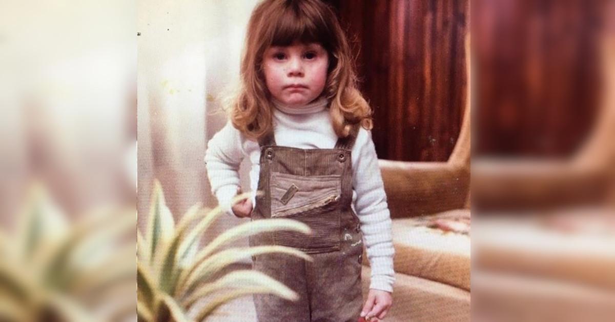 Bella e bionda, qui era solo una bambina. Oggi è una conduttrice molto apprezzata di Raiuno, l'avete riconosciuta?