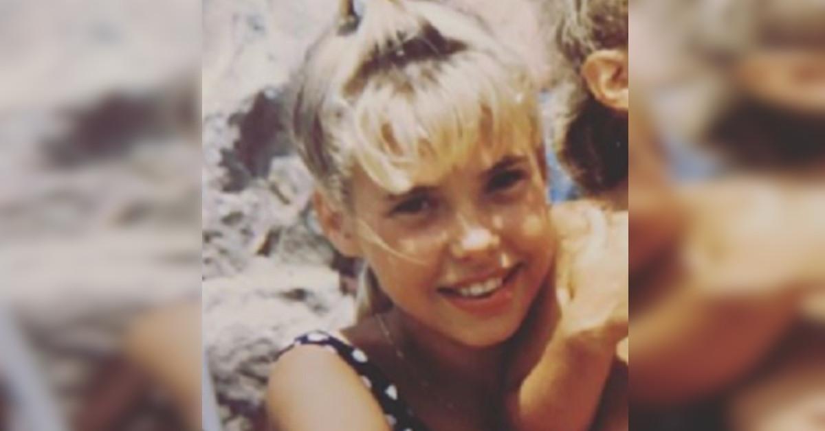 In questa foto era solo una bambina, ora è una delle donne più amate della tv. L'avete riconosciuta?