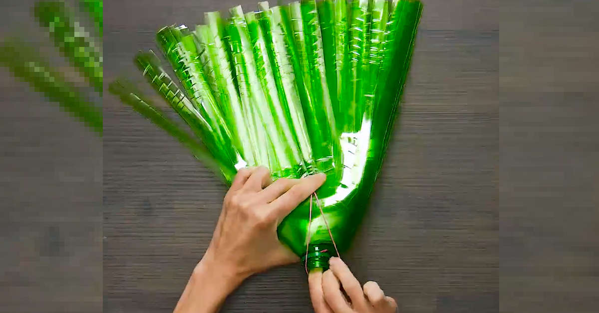 Come fare le scope a casa usando bottiglie di plastica