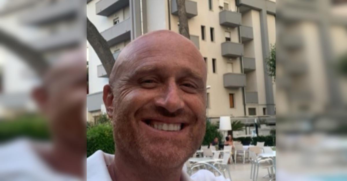 Si è trovato un cinghiale sotto casa a Roma. Ecco la reazione di Rudy Zerbi alla vista dell'animale