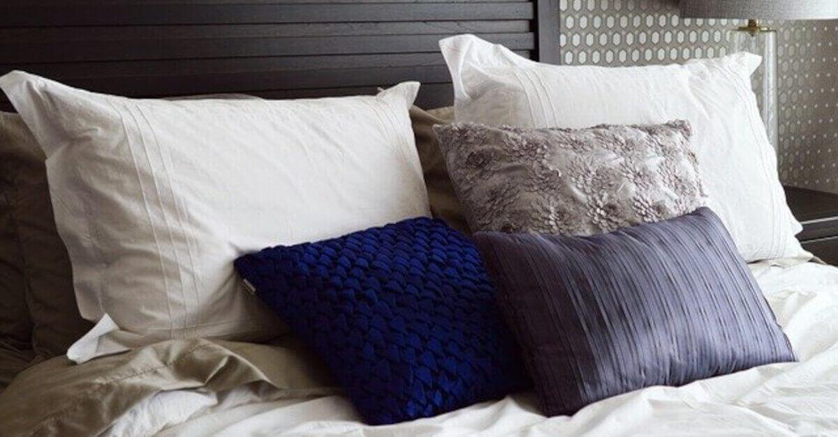 Come lavare i cuscini in modo che abbiano sempre un buon profumo: i 3 passaggi da seguire