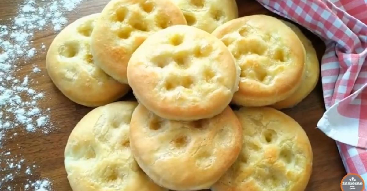 La ricetta delle focaccine fatte in casa: con salumi, formaggi o anche al posto del pane!