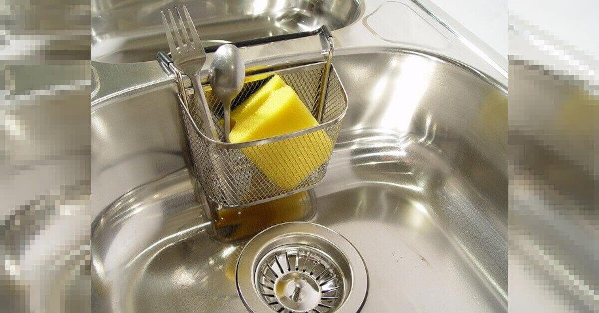 Il rimedio semplice e naturale per pulire facilmente il lavello di acciaio della cucina: cosa fare