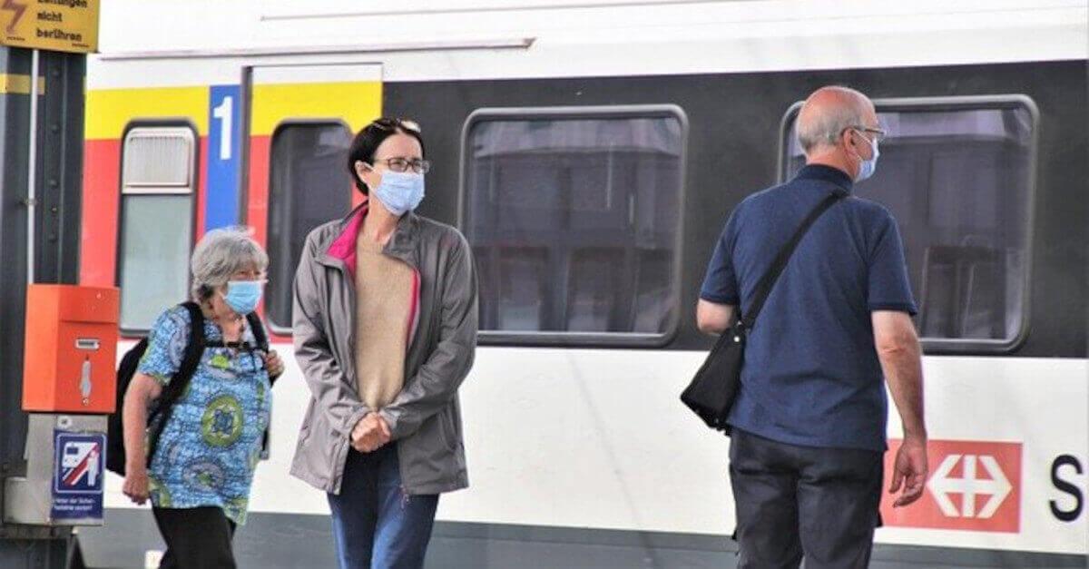 Coronavirus: cosa succede alle mascherine se si bagnano sotto la pioggia?