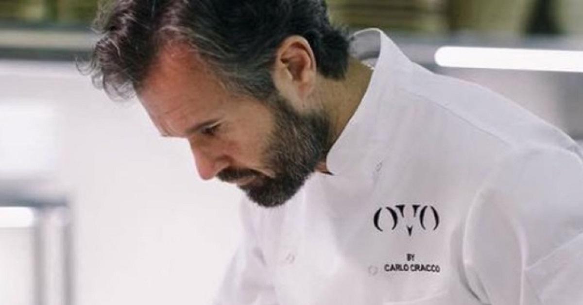 Prendono 3 spremute al ristorante di Carlo Cracco e postano lo scontrino sui social, non sono mancate le critiche per la cifra spesa.
