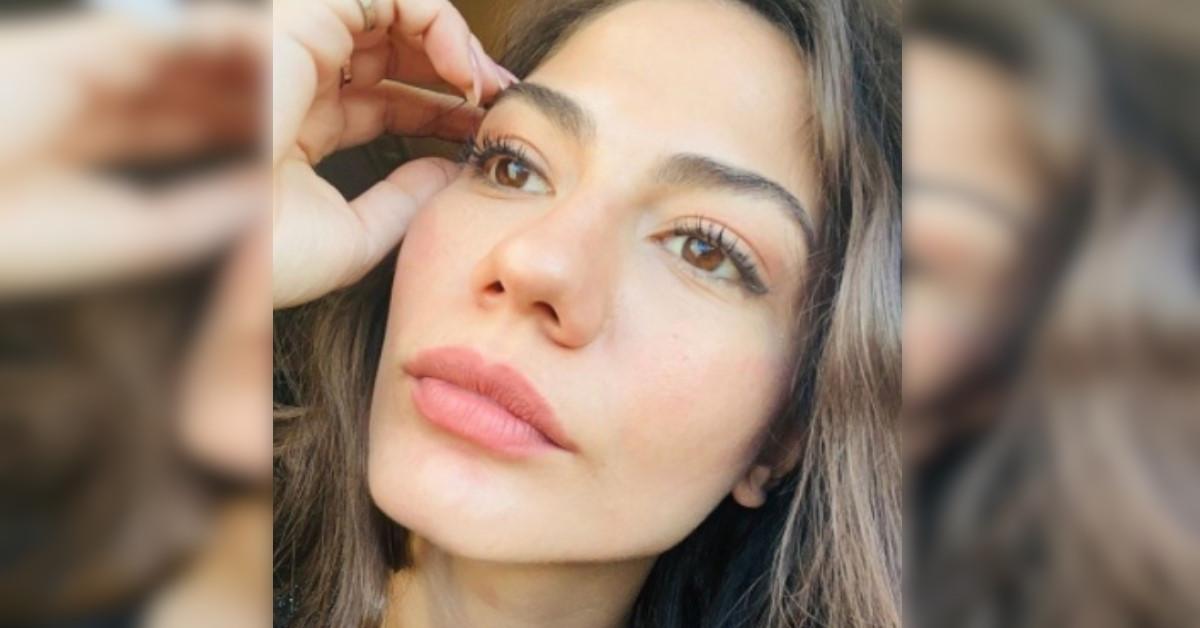 Demet Özdemir posta le foto con un nuovo look, non sembra neanche lei. Che cambiamento!