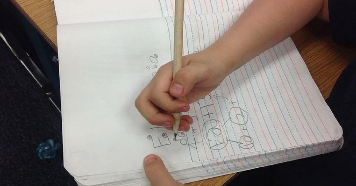 Secondo la scienza scrivere a mano rende i bambini più intelligenti