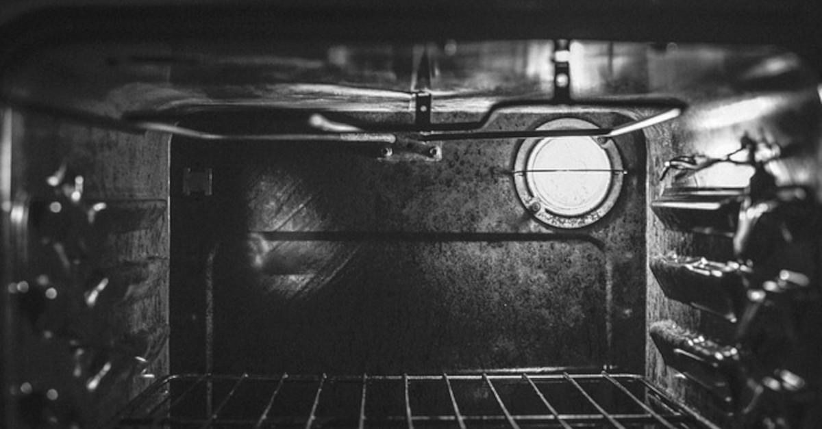 Trucco per pulire il forno facilmente passo dopo passo e senza sforzo