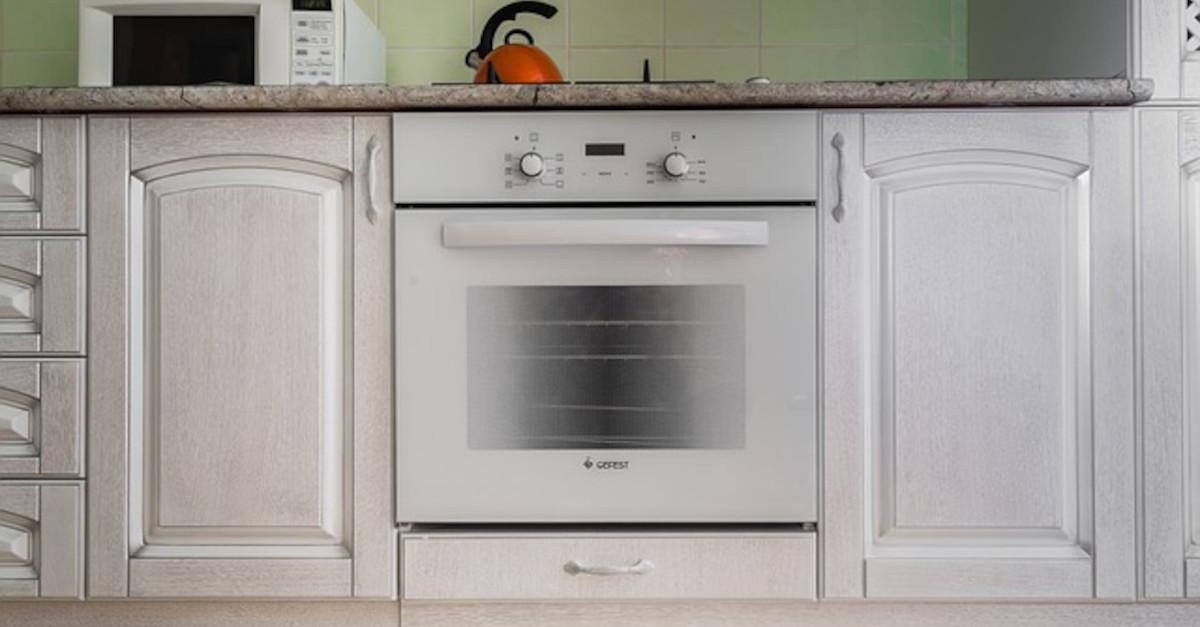 Il metodo casalingo per pulire il forno in cinque minuti