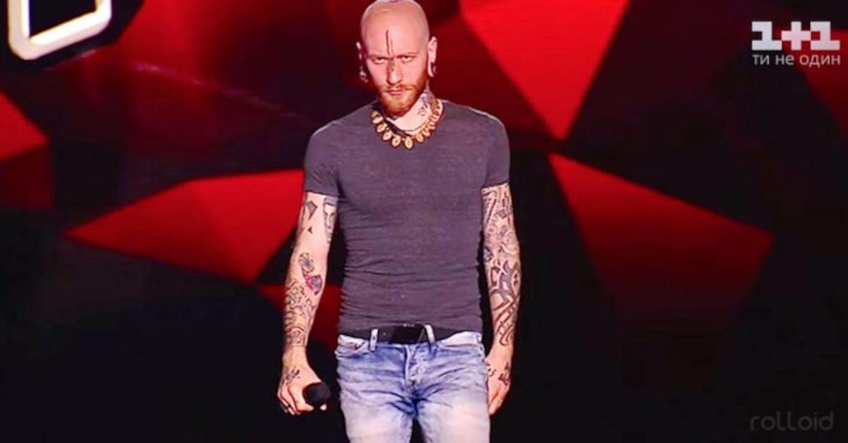 """L'esibizione di quest'uomo a """"The Voice"""" ha fatto scatenare sia il pubblico che i giudici. La sua voce è potentissima!"""