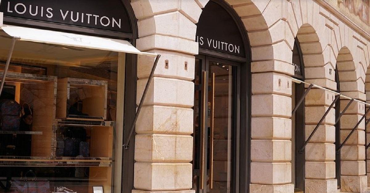 """Tutti i segreti che si nascondono dietro la borsa """"Twist"""" di Louis Vuitton."""