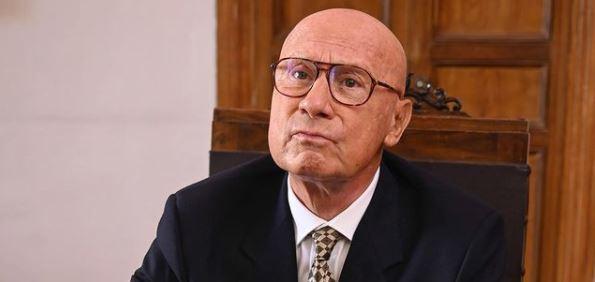 Collegio 5: Paolo Bosisio è il preside dell'istituto.  Ecco quanti anni ha e cosa fa nella vita reale.