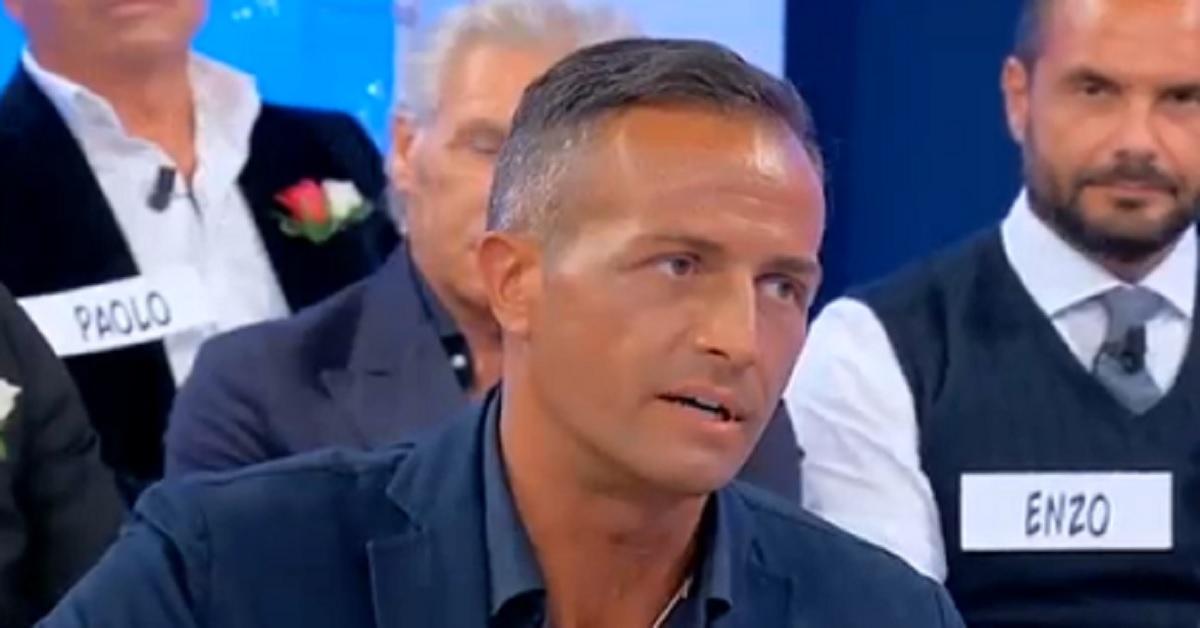 Uomini e Donne: Riccardo Guarnieri dopo il lungo silenzio svela alcuni retroscena sulla storia con Ida Platano.