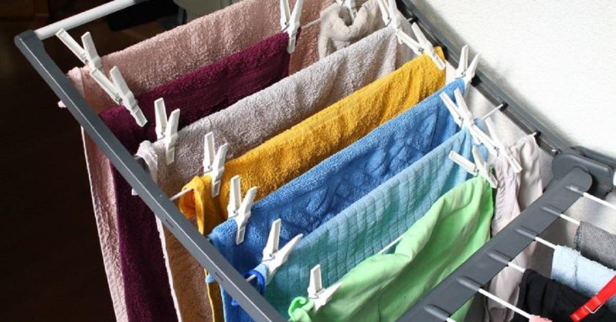 Come asciugare in inverno i vestiti in casa ed evitare l'umidità: cosa fare