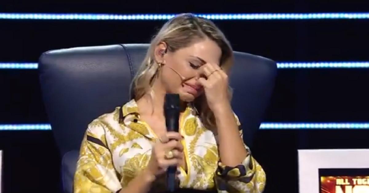 All Together Now, Anna Tatangelo scoppia in lacrime, Michelle interviene e commenta il momento con delicatezza