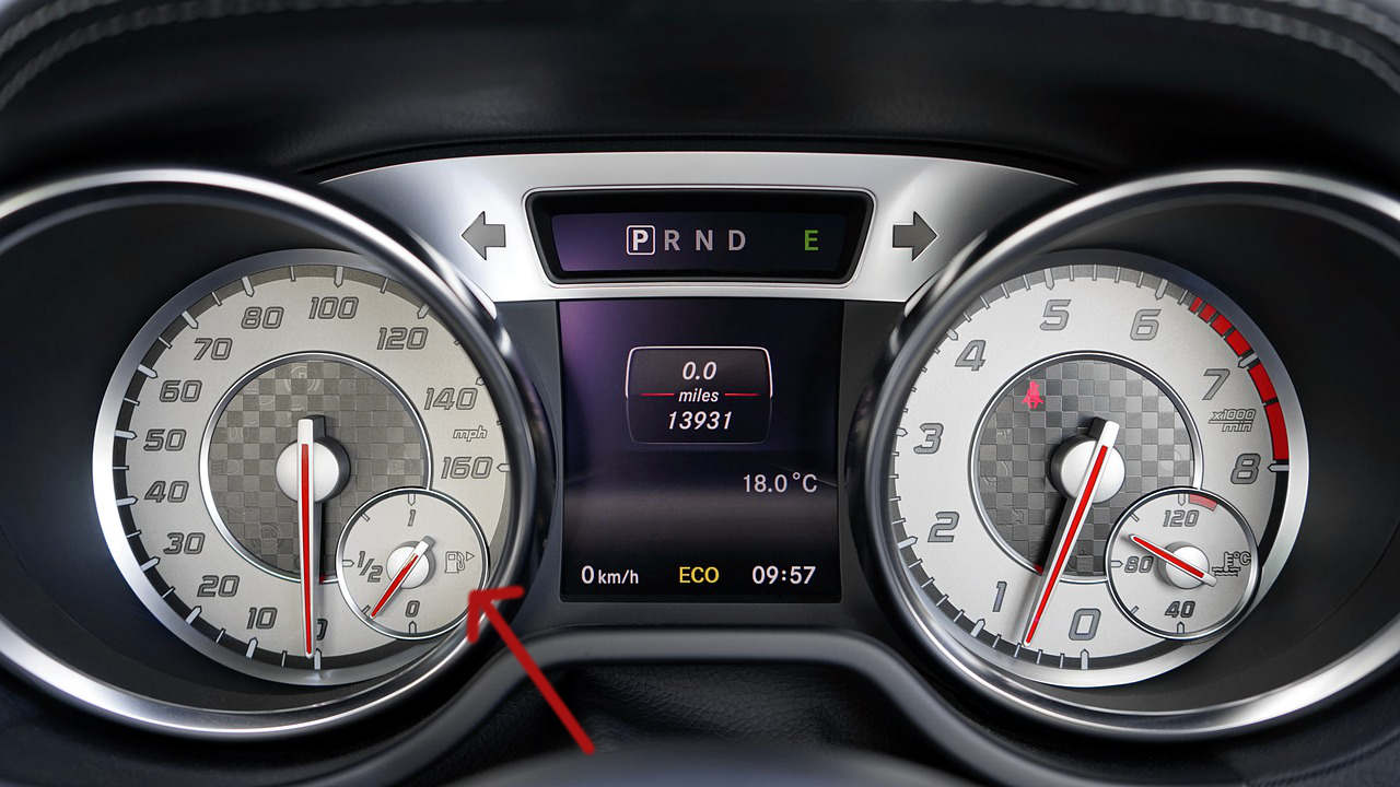 Questo trucco ti permetterà di sapere da che parte si trova il serbatoio del carburante senza scendere dall'auto