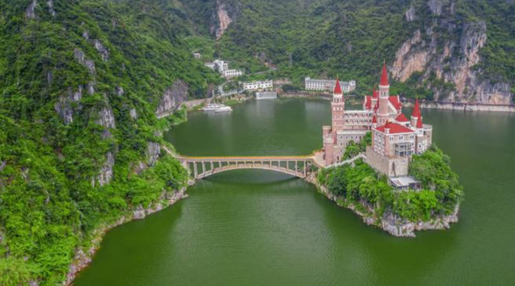Ora puoi dormire in un castello delle principesse Disney grazie a questo hotel che costa 33 euro a notte