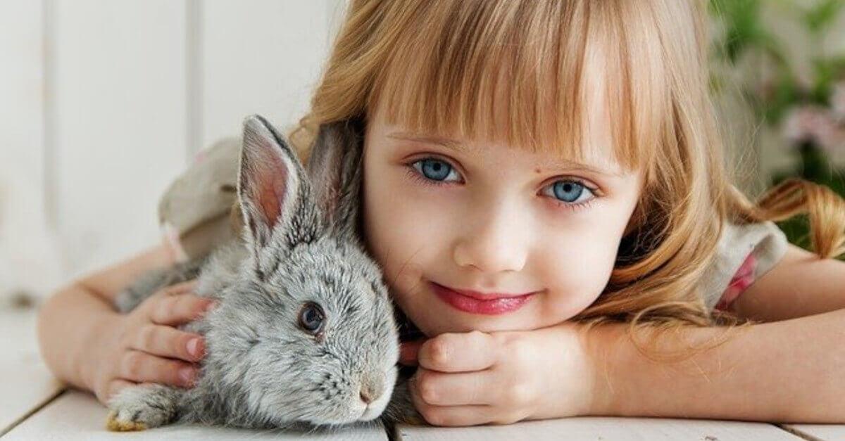 3 vantaggi dei figli che crescono con un animale domestico