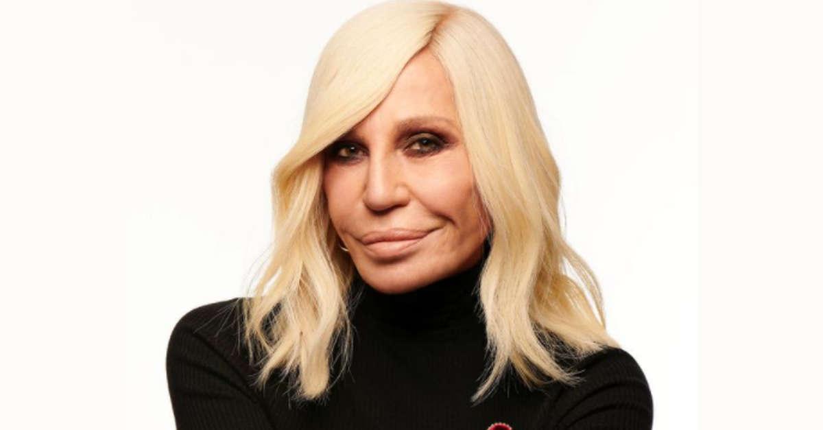 Donatella Versace, avete mai visto la figlia? Si somigliano tantissimo, ha 34 anni ed ha già una gran fortuna