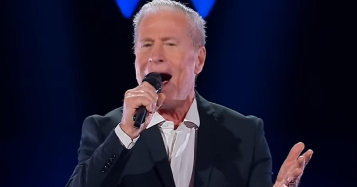 Si presenta a The Voice Senior, la sua voce piace ai giudici che restano sorpresi quando scoprono che è il padre della nota cantante italiana
