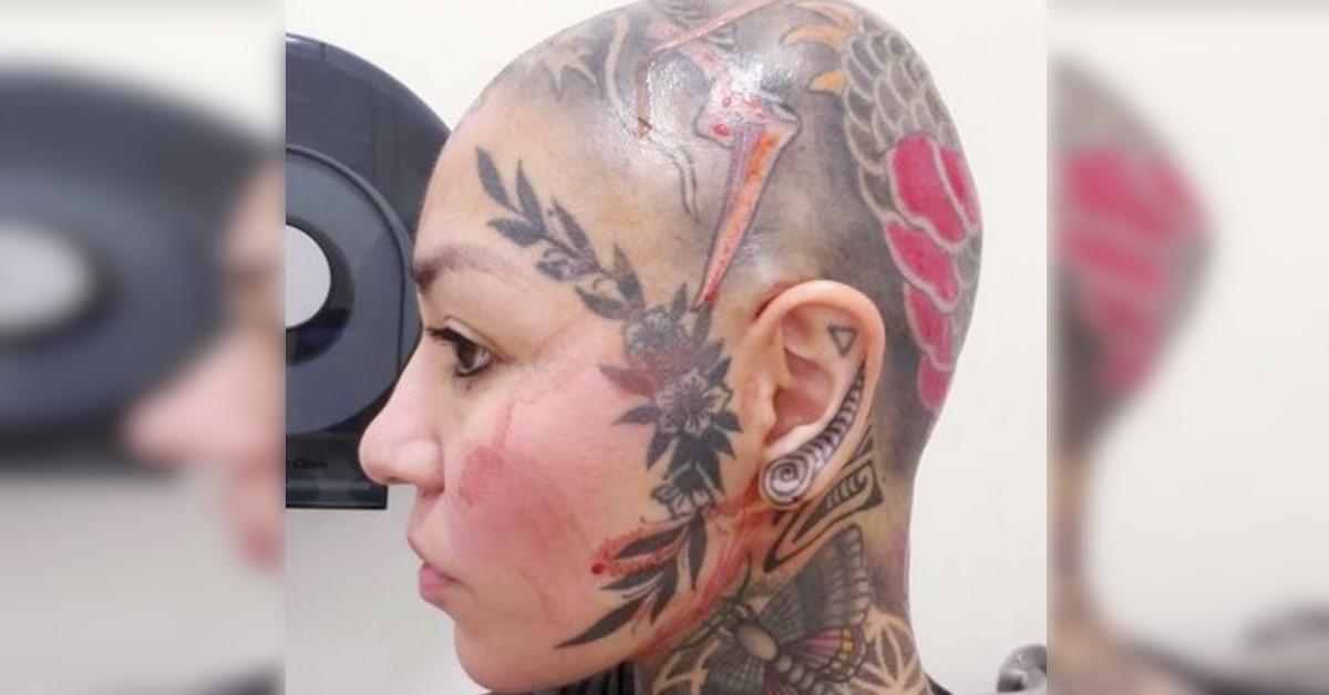 Donna spende oltre 20 mila euro per tatuarsi dalla testa ai piedi