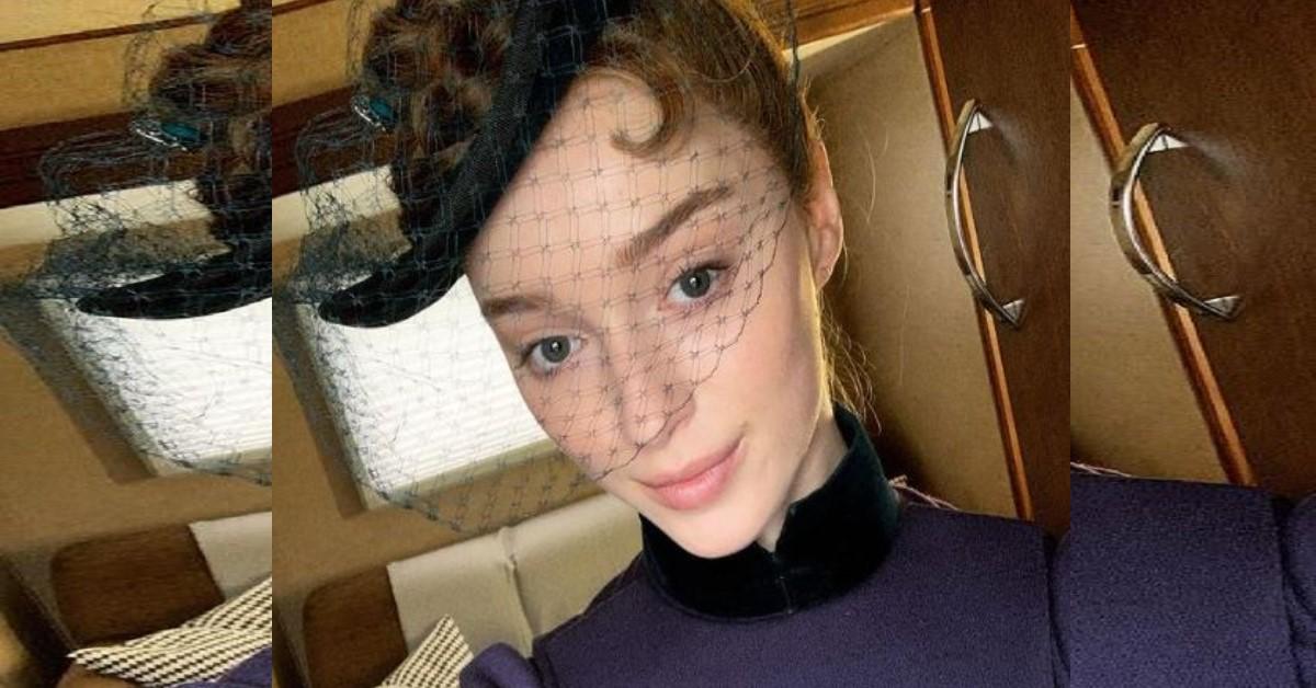 Spunta la foto del passato della protagonista di Bridgerton, l'attrice Phoebe Dynevor. Mai vista così